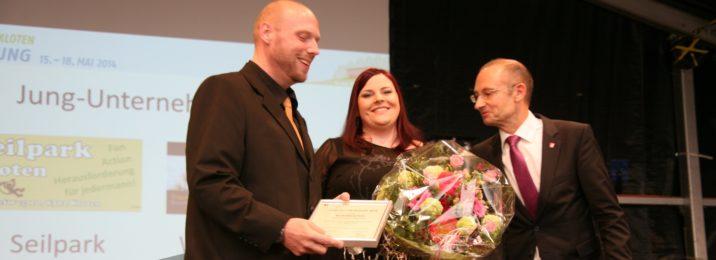 Bild zum Beitrag Würzmeister gewinnt den Jungunternehmerpreis Kloten 2014. Yves und Tania an der Preisverleihung.