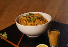 Scharfe China-Nudeln mit Tahini Sauce und Gewürzen von Würzmeister