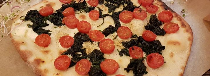 Flammkuchen in einer vegetarischen Ausführung mit der Arrabiata Mischung vom Würzmeister